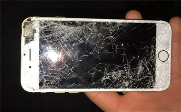 看完这些惨剧,手机还敢不戴壳吗?